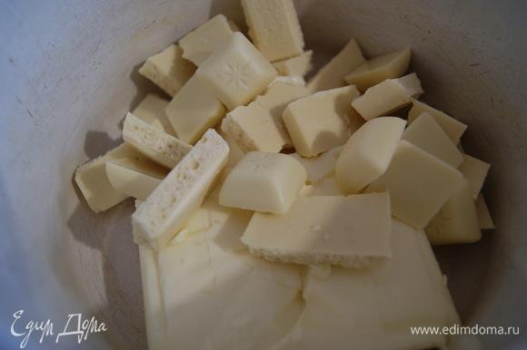 В кастрюле растопим 200 г масла с половиной шоколада.