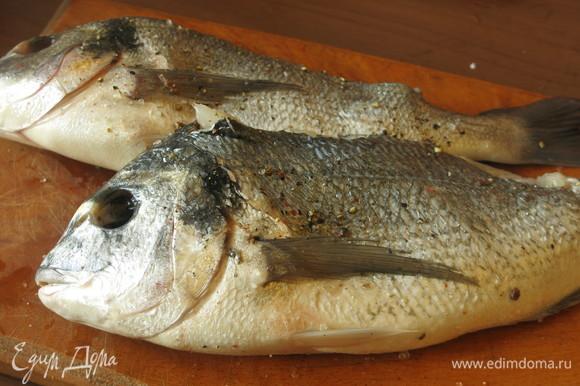 Натираем этой смесью рыбу.