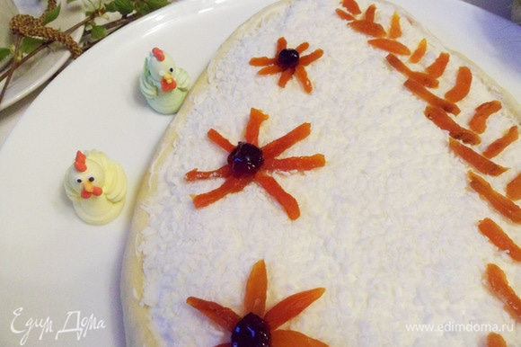 Пасхальный праздничный пирог мазурек готов.