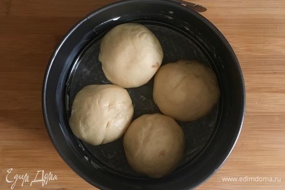 В одной форме все булочки не разместились, поэтому получилось две формы.