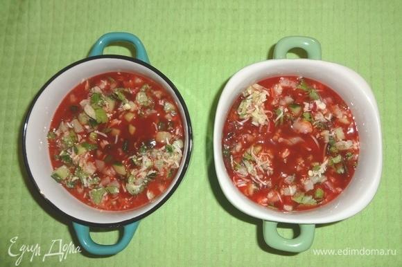 Залить охлажденным овощным соком.