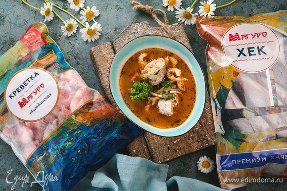 Готовый суп подавайте с любимой зеленью. Приятного аппетита!