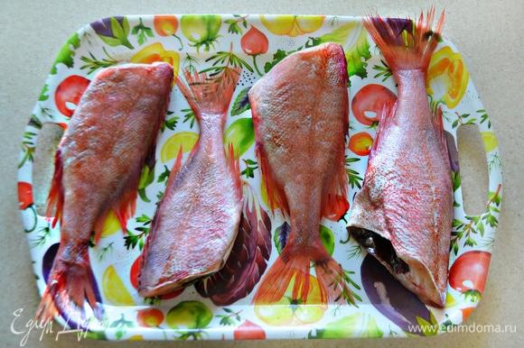 Подготовить, помыть и почистить рыбу. У меня 4 средних морских окунька.