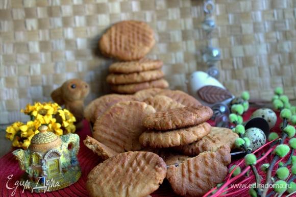 Арахисовое печенье всегда всем нравится: угощаемся с кофе, чаем, молоком, кефиром, и даже с морсом вкусно!