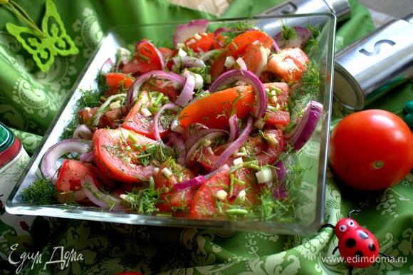 В этом маринованном салате съедобно все, лук тоже будет вкусным.
