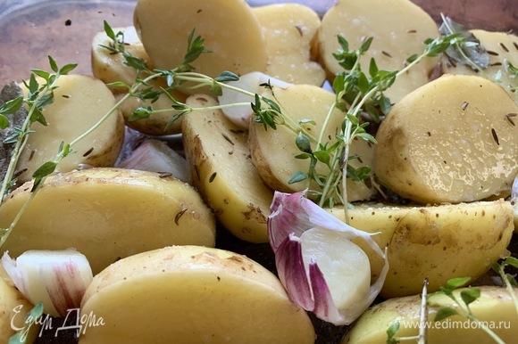 Хорошо помыть молодой картофель.