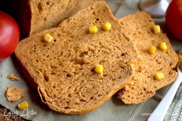 Хлеб получился равномерного яркого цвета со всех сторон.