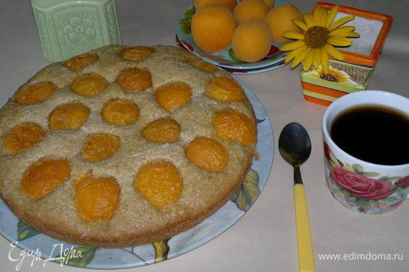 Подать пирог к завтраку вместе с чаем или кофе.