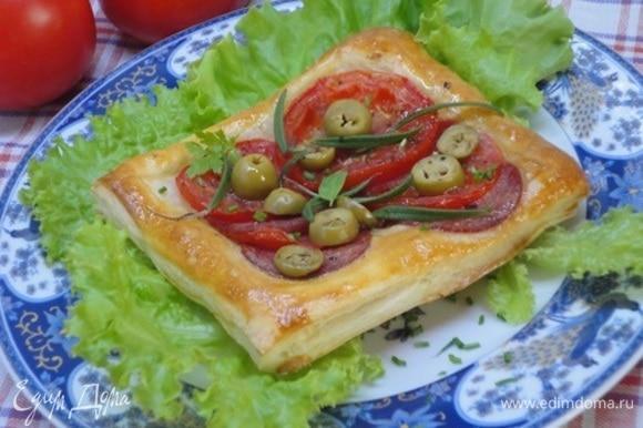 Подавайте с любимыми листьями салата.