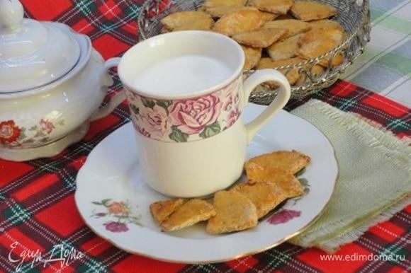 Мне очень понравились такие хрустящие печеньки с молоком.