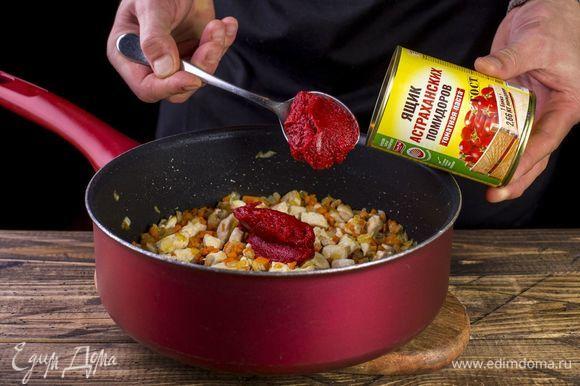 После добавьте томатную пасту ТМ «Ящик астраханских помидоров».