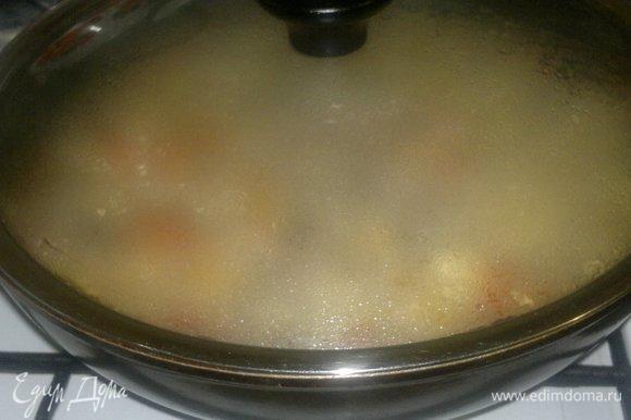 Накрыть сковороду крышкой и тушить на небольшом огне до желаемой мягкости.