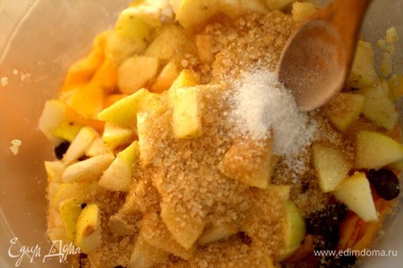 Вбить яйца и посыпать сахаром с ванилью. Ввести сметану.