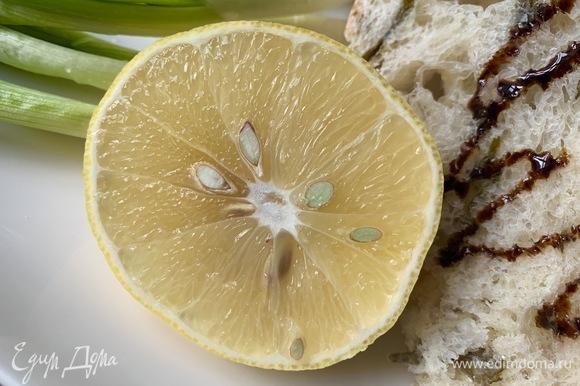 Дополнительно можно выдавить сок свежего лимона — это сделает вкус форели еще ярче.