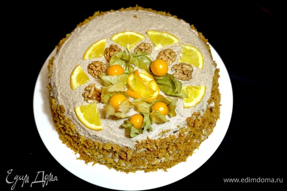 Огромное преимущество этого торта в том, что вы можете приготовить его на любой праздник. Торт постный, но очень сытный. Необыкновенная вкуснятина!