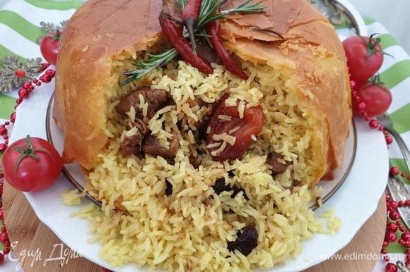 Рис получился зернышко к зернышку, мясо сочное и ароматное от сухофруктов.