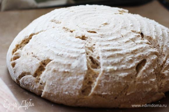 Перед посадкой в духовку сделать неглубокие надрезы (0,5–1см) лезвием или ножом для хлеба.