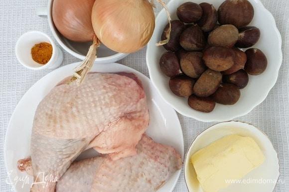 Подготовим необходимые ингредиенты. Можете взять небольшую целую курицу, у меня большие окорочка от домашней курицы.