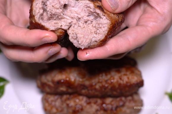 Получаются красивейшие колбаски. Просто объедение! Нежные, сочные, ароматные. Не жирные, но при этом очень питательные и вкусные.