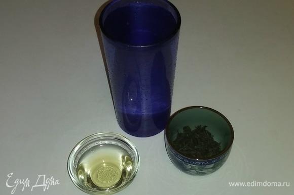 Вот все необходимые ингредиенты. Для приготовления этого чая я использую ликер «Бехеровка».