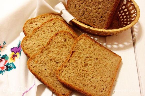 Вкусный пшеничный хлеб готов. Приятного аппетита!