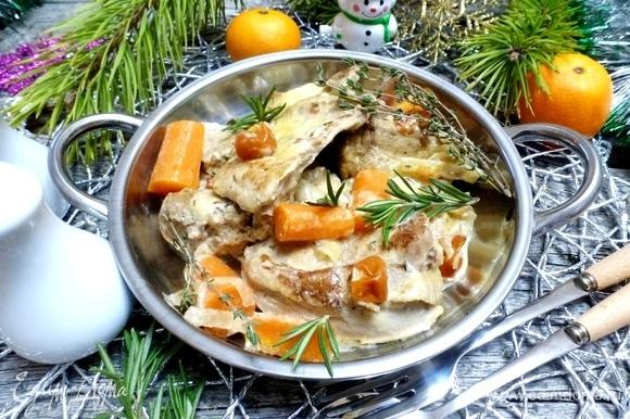 Такой вкусный, мягкий и ароматный кролик хорош для праздничного ужина в уютной семейной обстановке. Приятного аппетита!