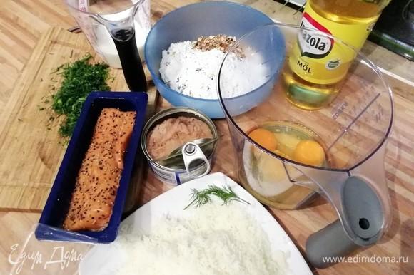 Подготовить все продукты: сыр натереть на тёрке, яйца соединить с сахаром, молоко нагреть до комнатной температуры, нарезать укроп и шнитт-лук.