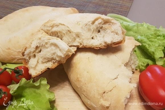 Дать остыть и можно приступать к дегустации. Хлеб очень вкусный.
