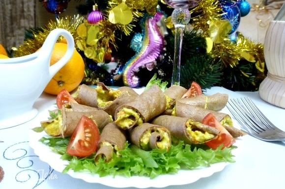 Печеночные рогалики готовы. Закуска вкусная, смотрится на столе эффектно. Приятного аппетита!