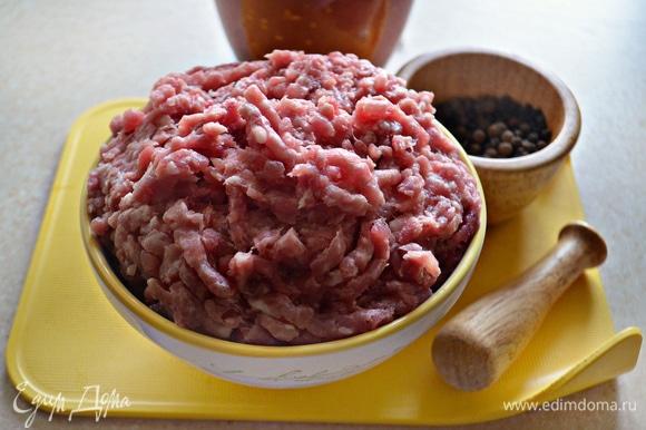 Подготовьте мясной фарш. Я использовала смесь свинины с говядиной — это наилучшее сочетание для лазаньи болоньезе.