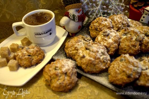 Заварить кофе и попробовать печенье.