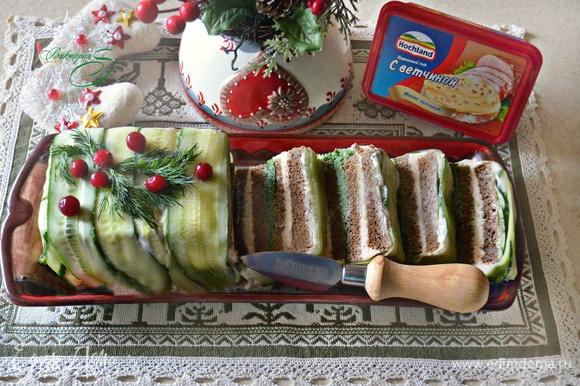 Выложите закусочный торт на блюдо, украсьте по желанию и подавайте к столу. Приятного вам аппетита и хороших праздников!