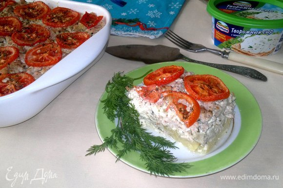 Разрезать на порции, украсить зеленью. Угощайтесь! Приятного аппетита!