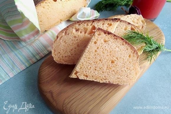 Аромат пармезана дурманит, хочется отломить кусочек поскорее! Но и в остывшем виде хлеб очень хорош.