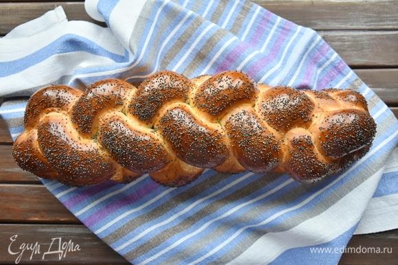 Выпекать хлеб в разогретой до 180°C духовке в течение 35 минут.