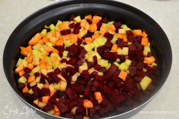 Выложите в посуду для приготовления в микроволновой печи. Я использую комплект Steam Plus Pot, но это может быть любая посуда, которую можно использовать в микроволновой печи.