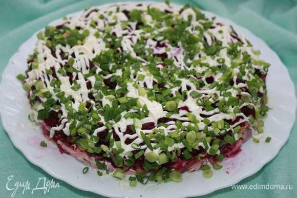 В конце посыпать мелко нарезанным зеленым луком.