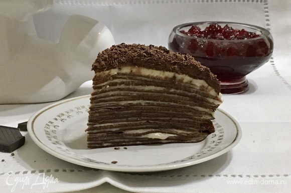 Тортик готов, отрезаем кусочек и наслаждаемся.