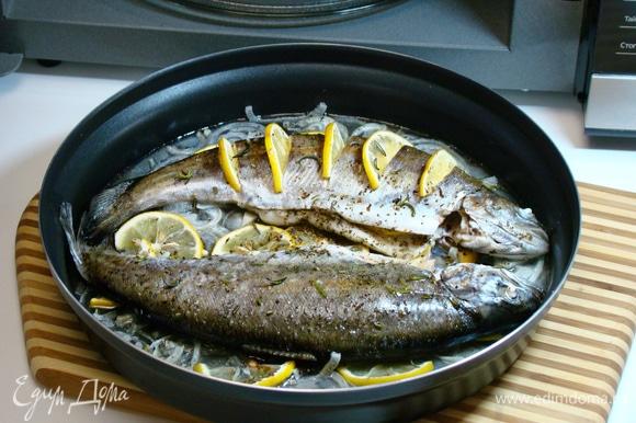 Рыбка получилась сочная и ароматная, просто тающая во рту.