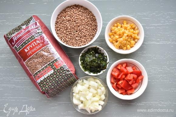 Для постных котлет подготовить продукты. Наполнение может быть различным. К ним можно добавить грибы, стручковую фасоль, сельдерей, морковь и т. д.