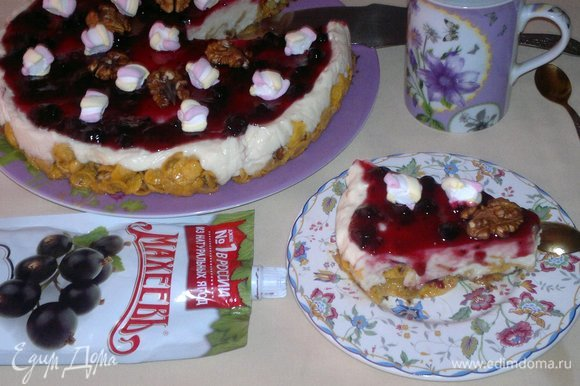 Разрезать торт на порции и подать к чаю или кофе. Угощайтесь! Приятного аппетита!