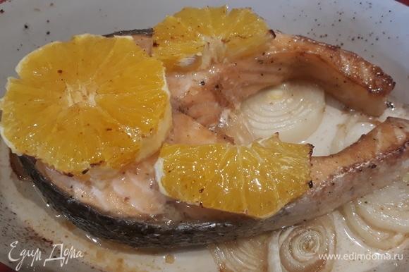В разогретой духовке блюдо запекалось 20 минут. Апельсин должен оставаться сочным, не пересушивайте его.
