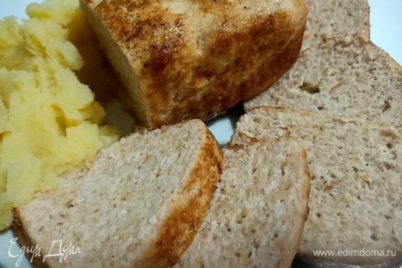 Готовый куриный хлеб хранить в холодильнике 1–2 дня.