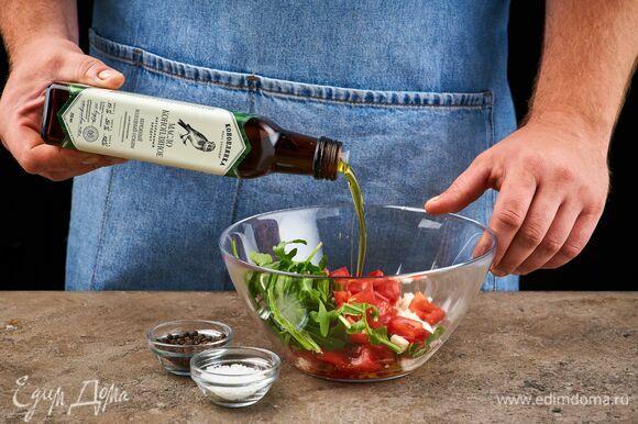 Выложите все в салатник. Посолите, поперчите и сбрызните конопляным маслом ТМ «Коноплянка».