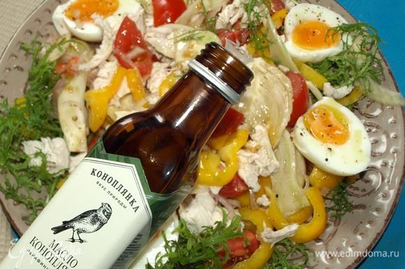 Поливаем конопляным маслом ТМ «Коноплянка». Зелень петрушки порвать руками и добавить в салат. Подать можно с тонкими хлебными чипсами. Салат готов!