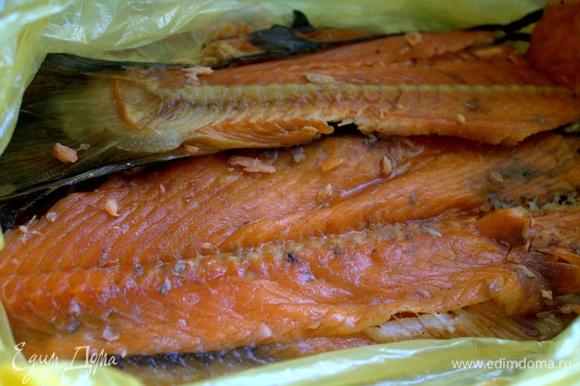 Свежего норвежского лосося привозят к нам раз в неделю.