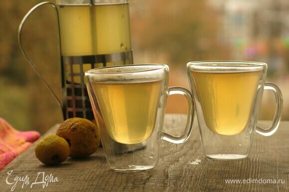 Наслаждаемся напитком. У нас сегодня дождливый день, и такой чай приятно согревает и ободряет. Приятного аппетита!
