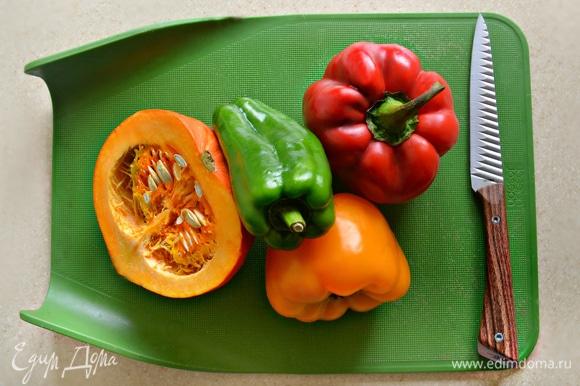 Промыть и почистить овощи.