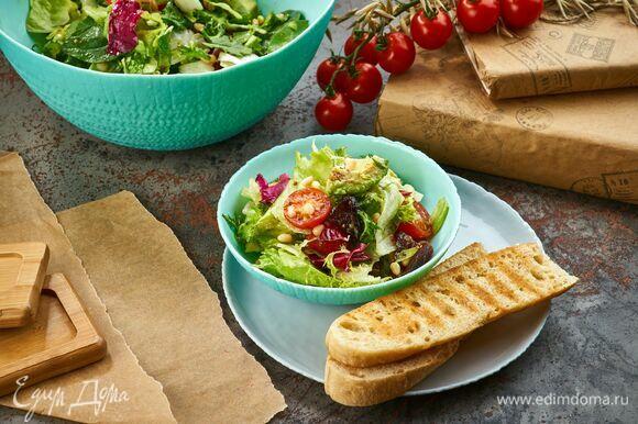 Оригинальный сладко-соленый салат готов! Подавайте его в посуде из коллекции Ammonite от Luminarc по будням или праздникам.