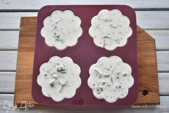 Разложить массу по порционным формам и оставить на 6–8 часов для застывания.